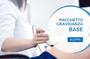 dottoressa esegue ecografia prenatale con pacchetto gravidanza base
