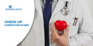 cardiologo con cuore simbolico